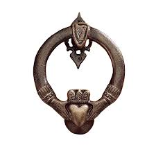 Bat Door Knocker by Amazon Com Design Toscano Claddagh Authentic Foundry Door Knocker