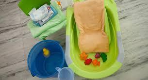 siege de bain a partir de quel age bien choisir une baignoire ou un siège de bain pour bébé babycenter