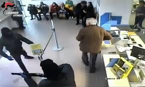 rapina in rapina in ufficio postale nel catanzarese smascherati in poche