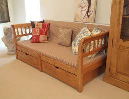 Very Cheap Home Decor Bedroom Wooden Cheap Daybeds With Storage And Plaid Bedding For