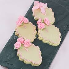 best 25 sugar paste ideas on pinterest fondant flowers fondant
