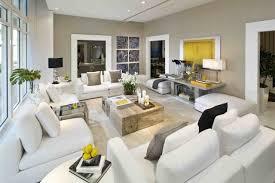 tapeten fr wohnzimmer mit weien hochglanz mbeln modernes wohnzimmer hellgraue wände weiße möbel gelbe akzente