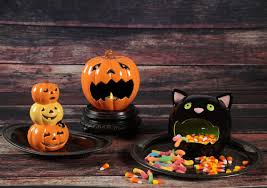 halloween candy bowls scaredy cat candy bowl ilovetocreate