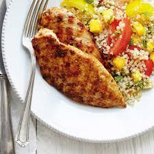 cuisiner du quinoa poulet grillé salade de tomates et quinoa à la mangue ricardo