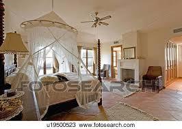 la chambre en espagnol banque de photo filet moustique au dessus lit dans moderne