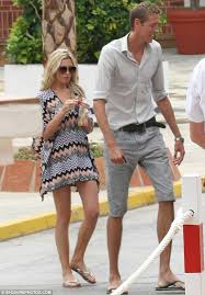 Peter Crouch Meme - abbey clancy and peter crouch honeymoon newlyweds pucker up in