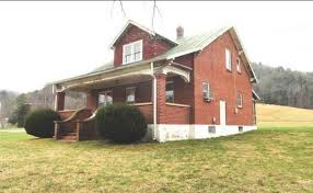 big farmhouse 6 3 big farm auction mccraw real estate inc