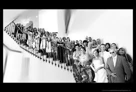 mariage original id es photo de groupe originale sur les marches de chez mamounette à l