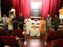 royal opera house mumbai hosts special hindi show of theatre