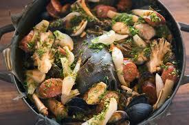 home clambake u2013 dutch oven feast clambake pinterest dutch