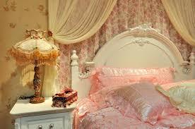 chambre à coucher fleurie pour la femelle photo stock image