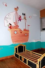 chambre b b pirate une chambre pirate dessin sur mur chambre de bébé forum