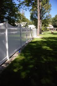 creating a beautiful outdoor living space with vinyl fence
