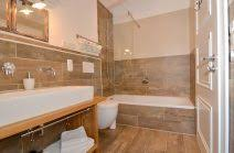 badezimmer mit eckbadewanne beispiel badezimmer landhausstil bad landhausstil fliesen 6