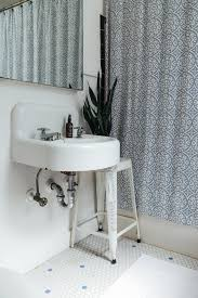 how to keep the bathroom clean when living with roommates small