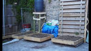 how to build a trellis from conduit for square foot gardening