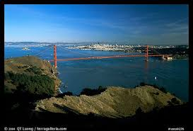 what color is the golden gate bridge in san francisco california