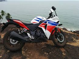 cbr top model price which one is better used honda cbr250r or pulsar rs 200