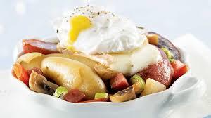 que cuisiner avec des oeufs oeufs pochés avec pommes de terre fingerling et sauté de poivrons
