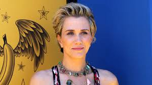 kristen wiig u0027s new pizza hut commercial is almost better than