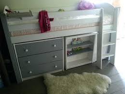 lit enfant combiné bureau combine lit enfant lit en hauteur avec bureau et armoire