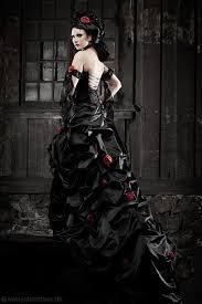 brautkleid in schwarz hochzeitskleider extravagantes brautkleid in schwarz rot ein