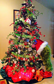grinch christmas tree grinch in christmas tree living room ideas