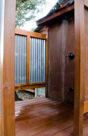 Outdoor Shower Room - the moonshiner cabin prohibition era homeaway wimberley