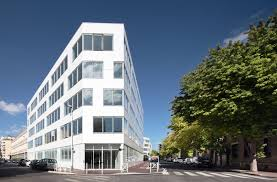 immeuble bureau voici le premier immeuble de bureau tout habillé de corian