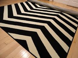 Black And White Modern Rug by Black Contemporary Chevron Design 5x7 Black Zig Zag Rugs 5 By 7