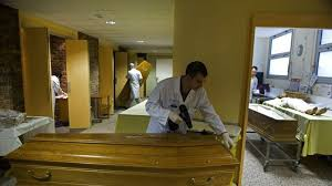 de chambre mortuaire salaire aux petits soins pour les morts l express