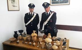 vasi etruschi vasi e calici etruschi in casa denunciata 69enne tusciaweb eu