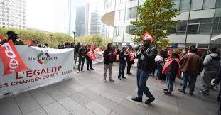 hsbc siege la defense les salariés d une superette manifestent devant le siège d hsbc à