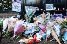 George Michaels Home Fans Pay Tribute To George Michael Outside Singer U0027s London Home Wjla