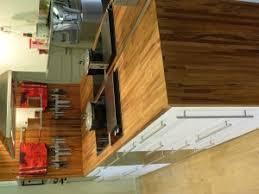 cuisine avec plan de travail en bois plan de travail bois massif l atout inconsidérable de votre cuisine