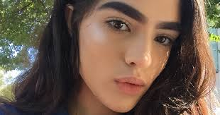 Bushy Eyebrows Meme - 17 year old bullied for her thick eyebrows lands massive modeling
