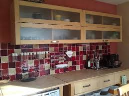 cuisine mur framboise faïence et carrelage mural de cuisine carreaux artisanaux pour cuisine