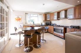 5 bedroom semi detached house springfield gardens nw9 0rt