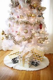 Faux Fur Christmas Tree Skirt Skirting The Issue Diy Tree Skirts Vylette