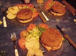 cuisiner un hamburger recette de hamburger américain au de viande maison la