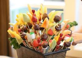 edible arrangementss you can do this how to make an edible arrangement one hundred