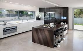 White Modern Kitchen by Best Kitchen Designer