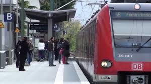 Rewe Bad Homburg Frankfurt Rödelheim Bahnhof Ein Und Ausfahrt Der Linie S5 Nach