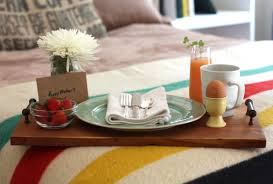 17 apart over on ehow diy mother u0027s day breakfast in bed tray