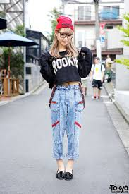 best 25 japanese fashion styles ideas only on pinterest magazine model ezaki nanaho on the street in harajuku w crop top boyfriend jeans studded loafers ezaki nanaho is a friendly japanese gyaru model