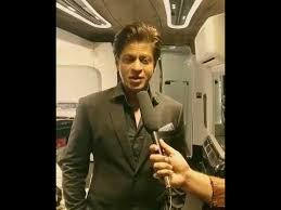 Vain Vanity Shahrukh Khan Giving Interview In His Vanity Vain Youtube