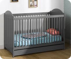 chambre bébé gris et berceau lit bebe nature gris anthracite