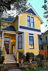 Small House Exterior Paint Schemes by Best 25 Yellow House Exterior Ideas On Pinterest Yellow Houses