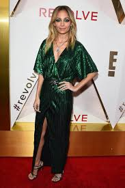 nicole richie looks great in this emerald green dress go fug