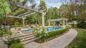 Kris Jenner Home by Caitlyn Jenner U0027s Onetime Home In Calabasas Is For Sale La Times